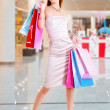 Beautiful fashion woman with shopping bags — Stock fotografie