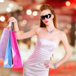 Beautiful fashion woman with shopping bags — Stockfoto