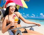 Kvinna fira det nya året på stranden — Stockfoto