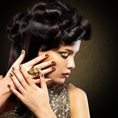 Beautiful woman with golden nails — Stock Photo