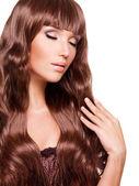 Vrouw met lange rode haren — Stockfoto