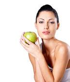 Jovem mulher com maçã verde. — Fotografia Stock