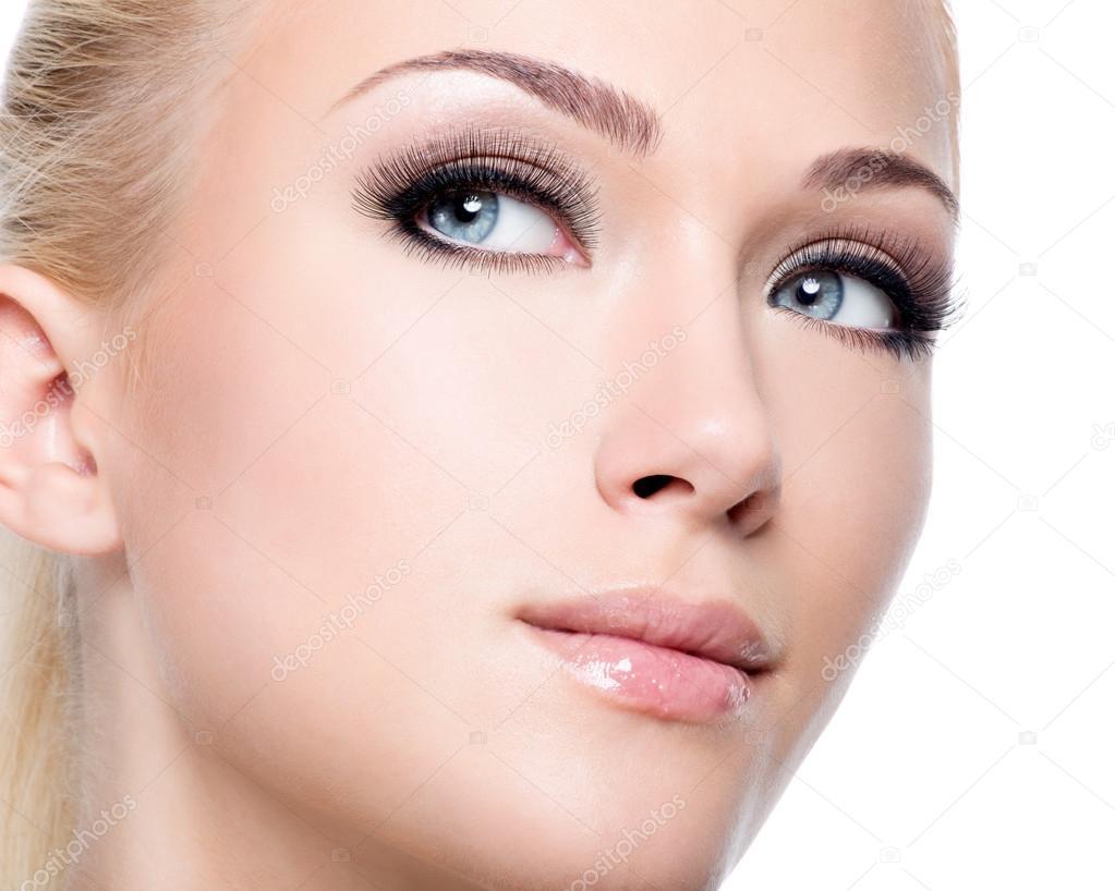 Woman with long false eyelashes — Stock Photo ...
