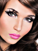 Beautiful brunette woman with bright fashion make-up — Stock Photo