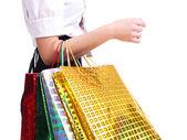 Genç kadın holding alışveriş torbaları. — Stok fotoğraf