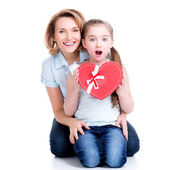Happy mother and young daughter hold gift — Foto Stock