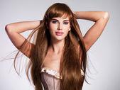 Piękne sexy kobieta z długimi włosami — Zdjęcie stockowe
