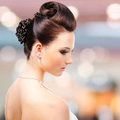 Modern wedding hairstyle — Stock Photo
