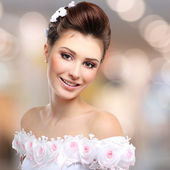 Beautiful smiling  bride in wedding dress — Stock Photo
