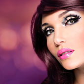 Beautiful brunette woman with bright fashion make-up — Stock Photo