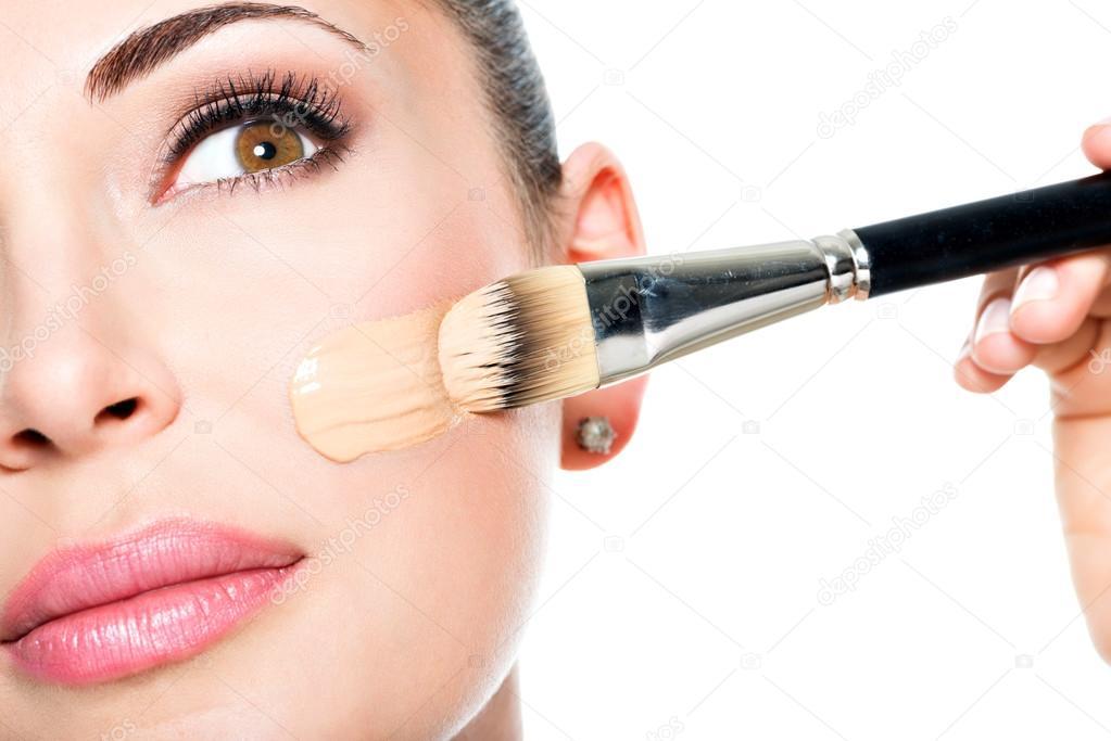 Профессиональный макияж лица дома