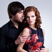 Närbild porträtt av sexiga par i kärlek. — Stockfoto