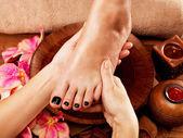 Massage of woman's foot in spa salon  — Zdjęcie stockowe