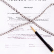Mortgage. Contract entwined chain and pen — Stock Photo