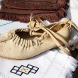Traditional Moldovan woman shoes - opinci - 图库照片
