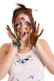 красивая девушка с руками в краску — Стоковое фото