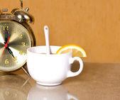 Witte kopje thee met citroen — Stockfoto