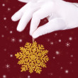 Closeup picture of woman's hands holding a snowflake — Stock Photo
