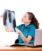 Médico com raio-x — Fotografia Stock