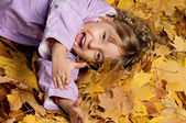 Girl with yellow foliage — Stockfoto