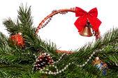 クリスマスの籐のバスケット — ストック写真