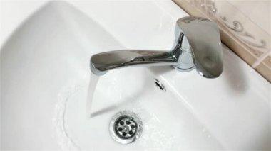 バスルームの蛇口 — ストックビデオ