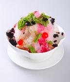 Ijs kacang, dessert van geschoren ijs met ijs — Stockfoto