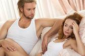молодые расстроен пару с проблемой — Стоковое фото
