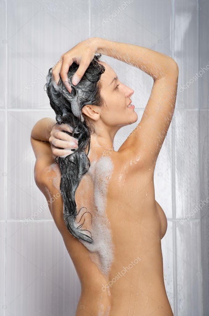 сестра моется в душе фото