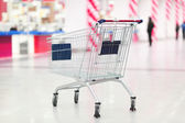 Empty cart in the supermarket — Stock Photo