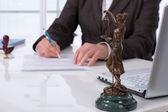 подписание контракта — Стоковое фото