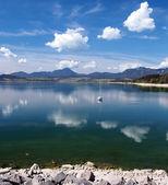 Озера Липтовска Мара в летнее время — Стоковое фото
