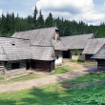 Wooden folk houses in Zuberec museum — Stock Photo