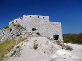 Massive walls of Cachtice Castle, Slovakia — Stock Photo