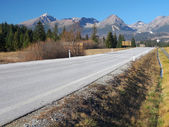 Autumn road to High Tatras, Slovakia — Stock Photo