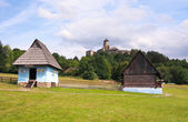 A folk houses and castle in Stara Lubovna — Stock Photo