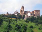 Bir tepe ile kale lubovna, slovakya — Stok fotoğraf
