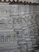 Elephant sculptures on column bases — Stock Photo