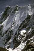 Steep mountain peaks — Stock Photo