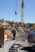 Werknemers in de bouw leggen de basis — Stockfoto