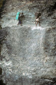 Porters on steep trail — Stockfoto