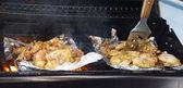 Tandoori chicken cooking on grill — Stock Photo