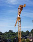 желтый строительный кран — Стоковое фото
