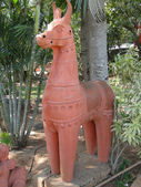 Terra cotta horses in folk art garden — Stockfoto