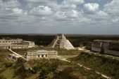 Pyramid and Mayan architecture — 图库照片