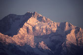 Pôr do sol sobre os picos de glaciered — Fotografia Stock