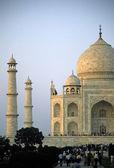 Taj Mahal glowing at dawn — Stock Photo