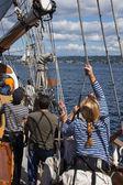 Besättningen riggar segel av hawaiian hövdingen — Stockfoto