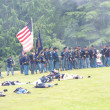 Union infantry maneuvers during a mock Civil War battle — Stock Photo