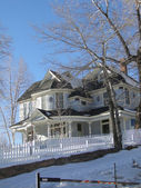 Old Victorian house in winter snow — Stock Photo